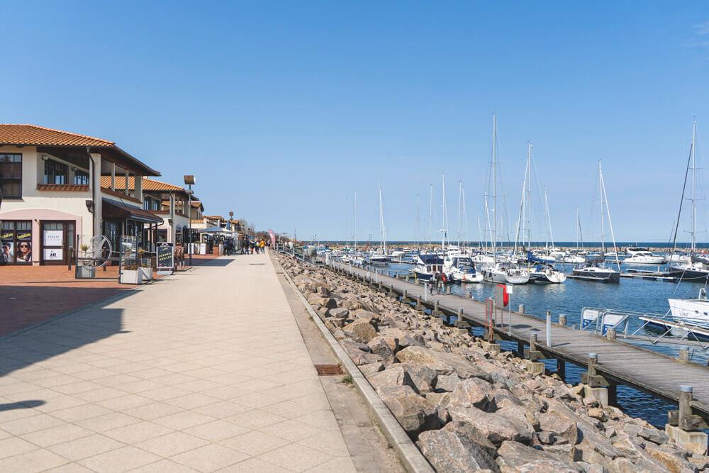 Ostseebad-Kuehlungsborn-Hafen-Promenade