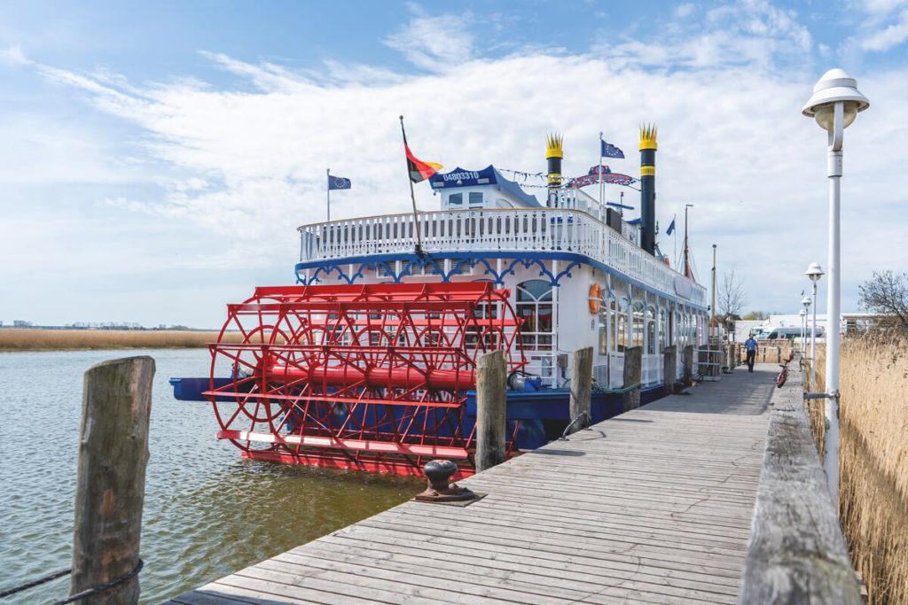 Fischland-Darss-Ostseebad-Zingst-Hafen-Raddampfer