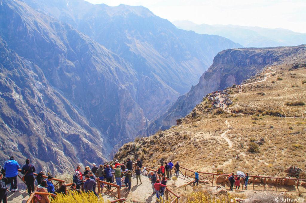 Peru-Sehenswuerdigkeiten-Colca-Canyon-Aussicht