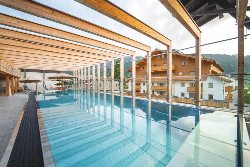 Dachterrasse-Pool-Tauernhof-Hotel-Flachau