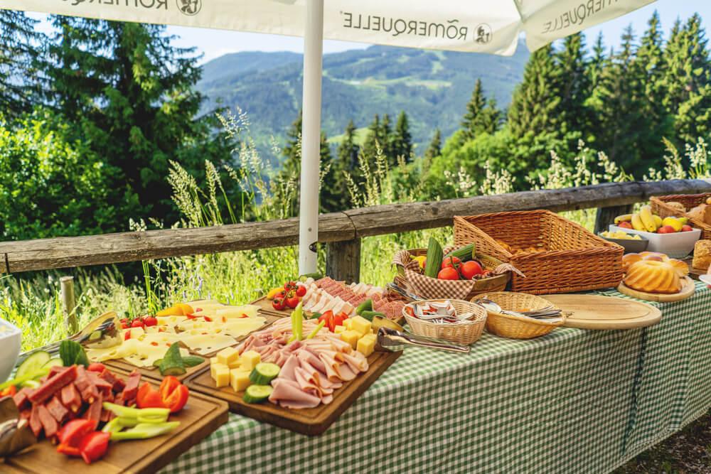 Huettenfruehstueck-Flachau-Schlossalm