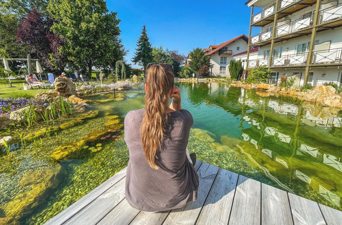Ortners-Resort-Biotop-Pool-Garten