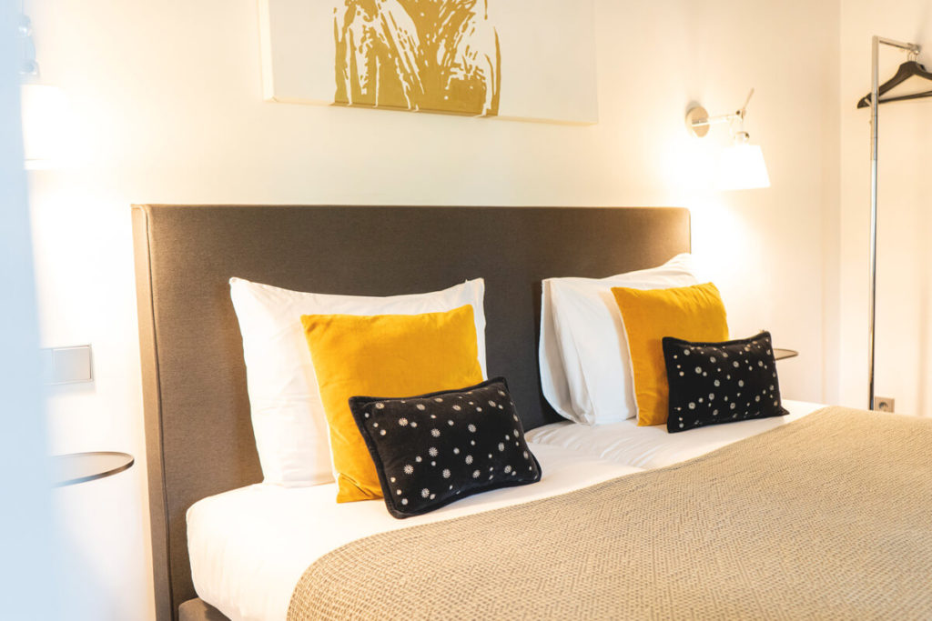 Luxemburg-Hotel-La-Pipistrelle-BBHotel-Bett-1