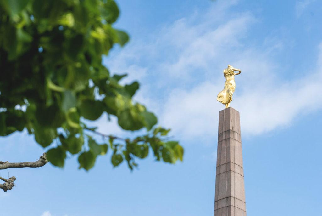 Luxemburg-Sehenswuerdigkeiten-Gelle-Fra-Monument