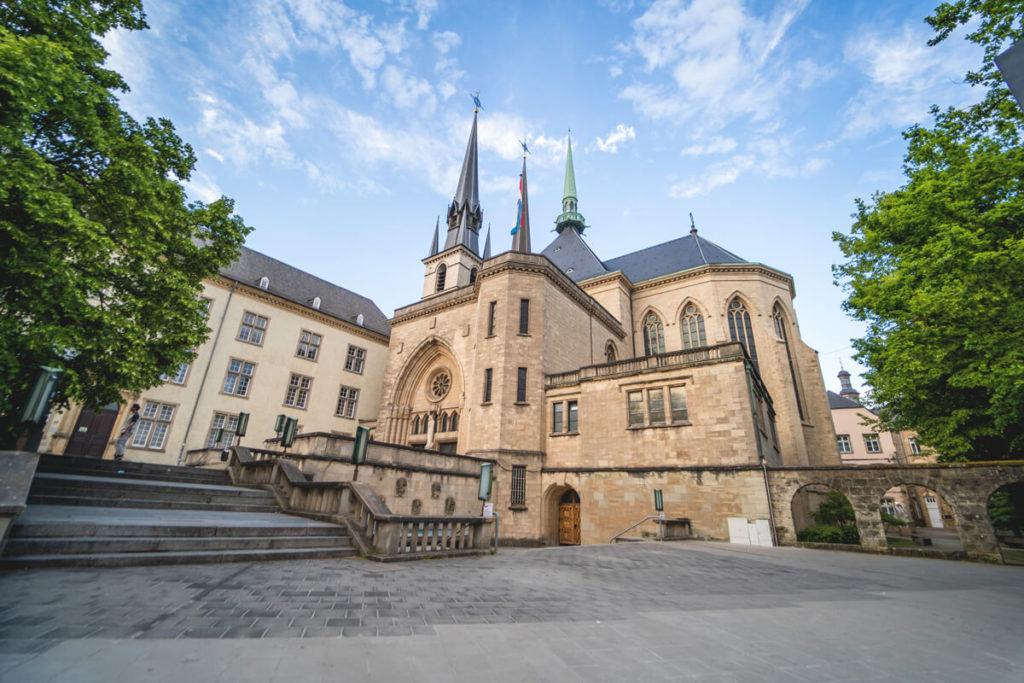 Luxemburg-Sehenswuerdigkeiten-Notre-Dame-Kathedrale